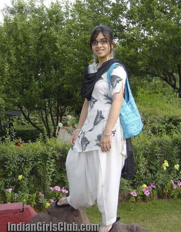 naima naeem pakistani girl