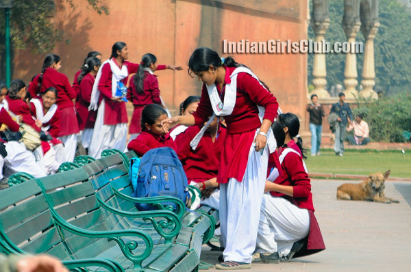 chennai school girls pics at ooty tour