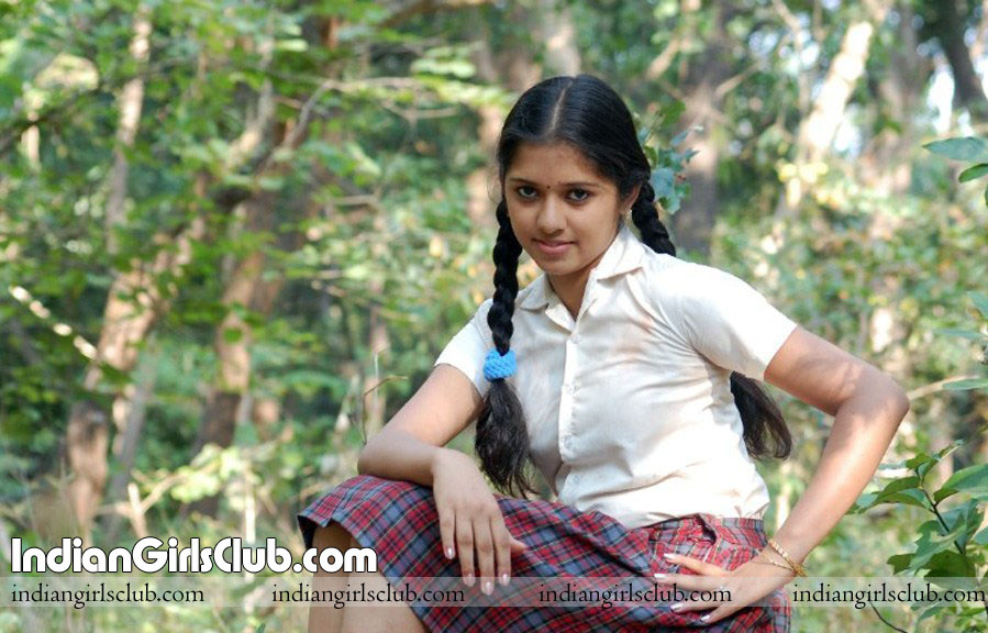 kerala school girls show nude