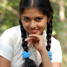 mallu girl acting as a school girl in tamil film uthiram