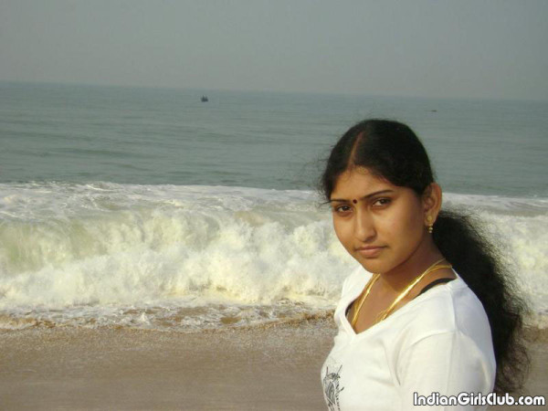 south indian aunty at chennai marina beach