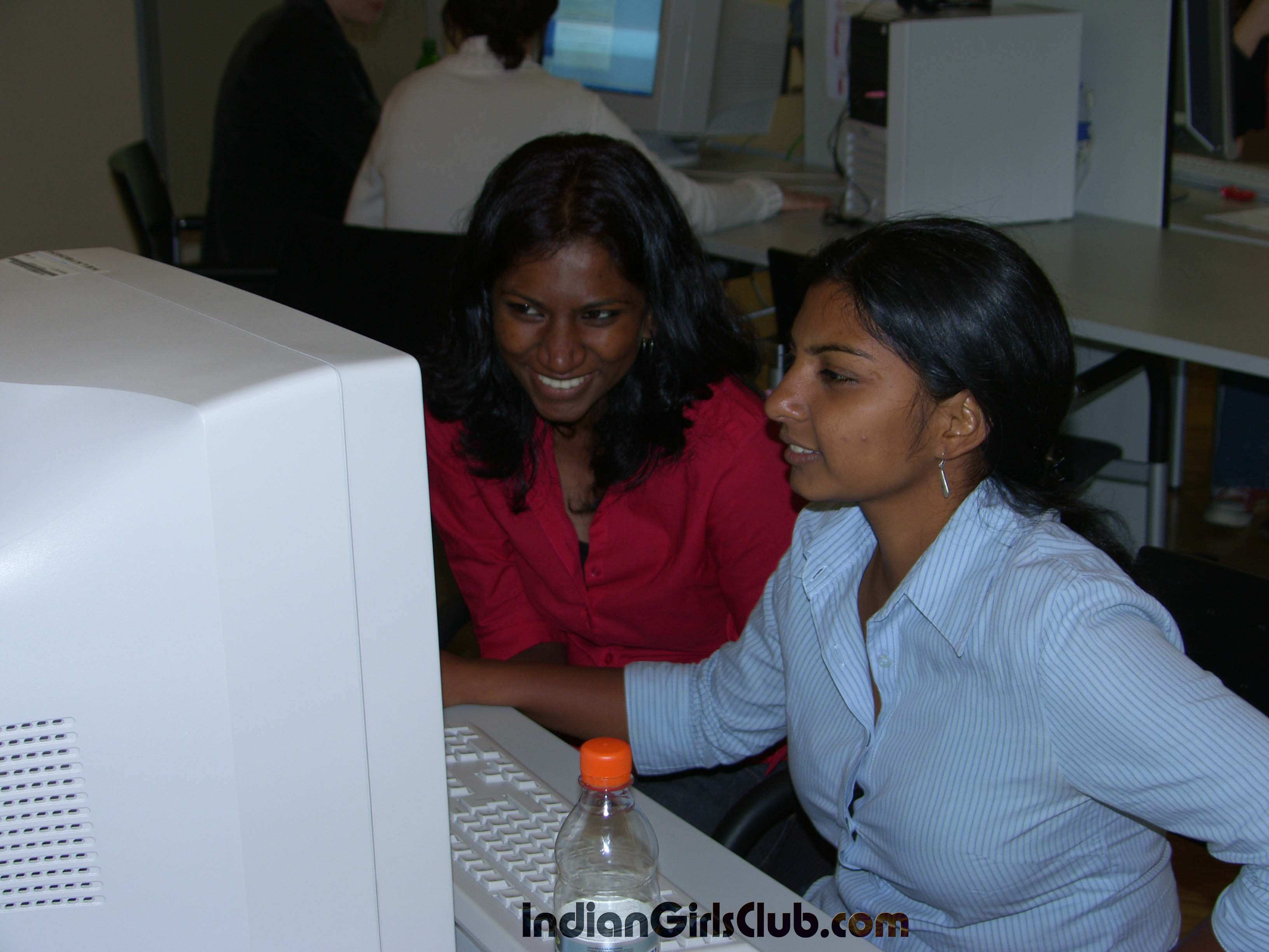 village-indian-girls-computer