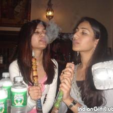 desi girl enjoying smoke