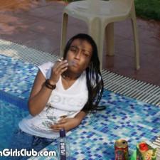 desi girl in swimming pool smoking