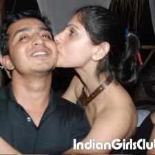 pakistani girls kissing boyfriend