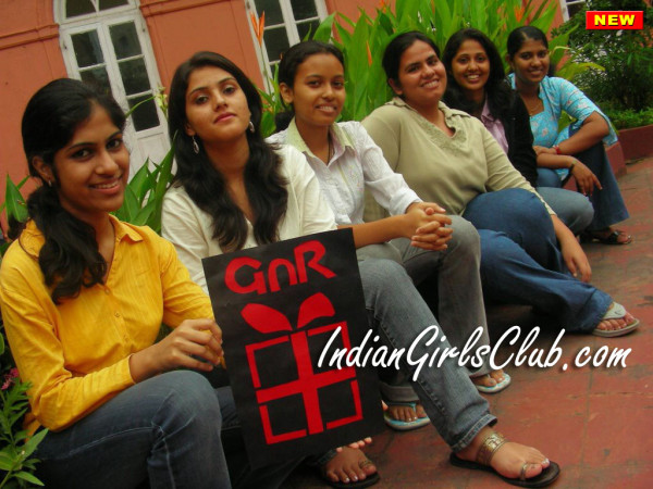 beautiful desi girls in college