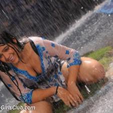 actress-charmi-cleavage-pics