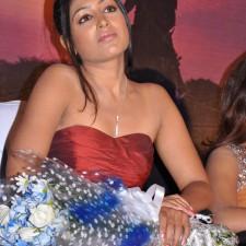 actress-padma-priya-sizzles-18