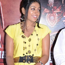 actress-padma-priya-sizzles-35