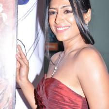 actress-padma-priya-sizzles-8