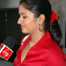 actress-poonam-bajwa-red-shirt-pics