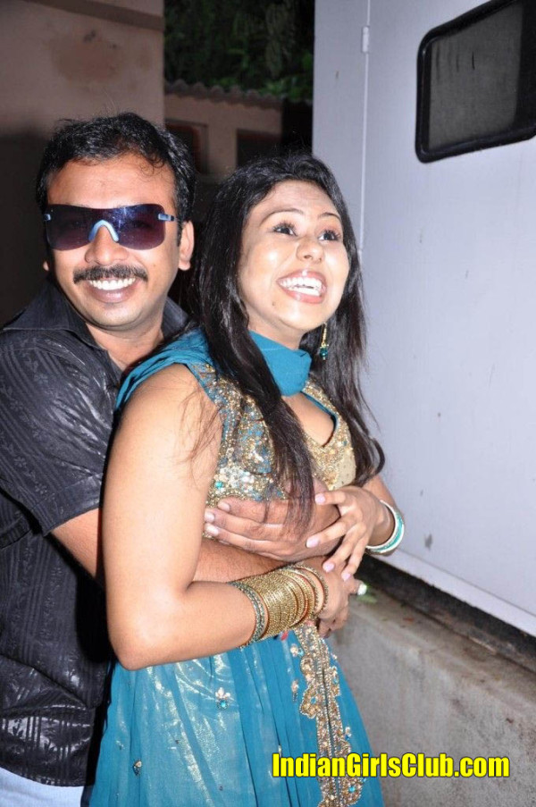 tamil actress boobs pressed