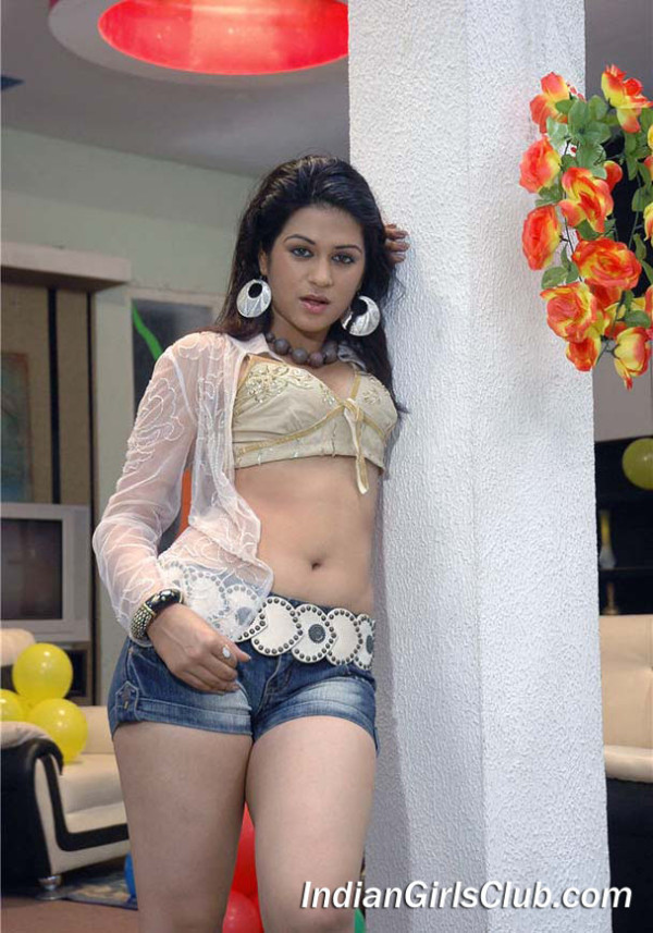 hot tollywood telugu actress shraddha das in mini skirt navel pics