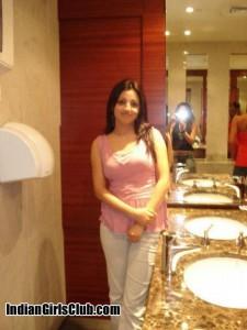 desi girls in toilet