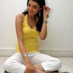 hot kajal agarwal leg opening