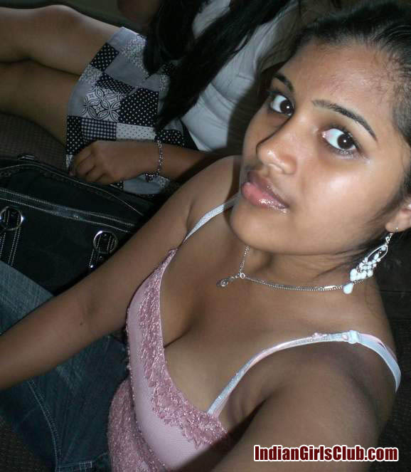 hot nri desi girls cleavage pics