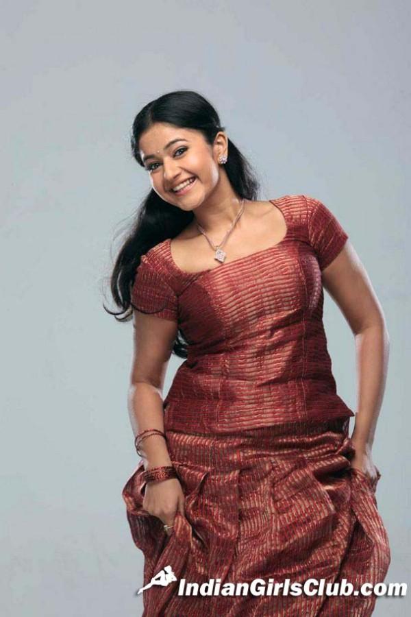 pavadai sattai poonam bajwa actress pics
