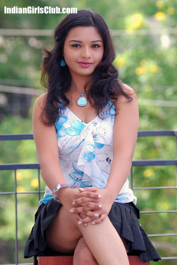 Very Young Indian Girl Upskirt Yamini