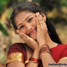 Kandupuduchittaen cute actress pics