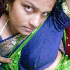 tamil aunty showing one side blouse