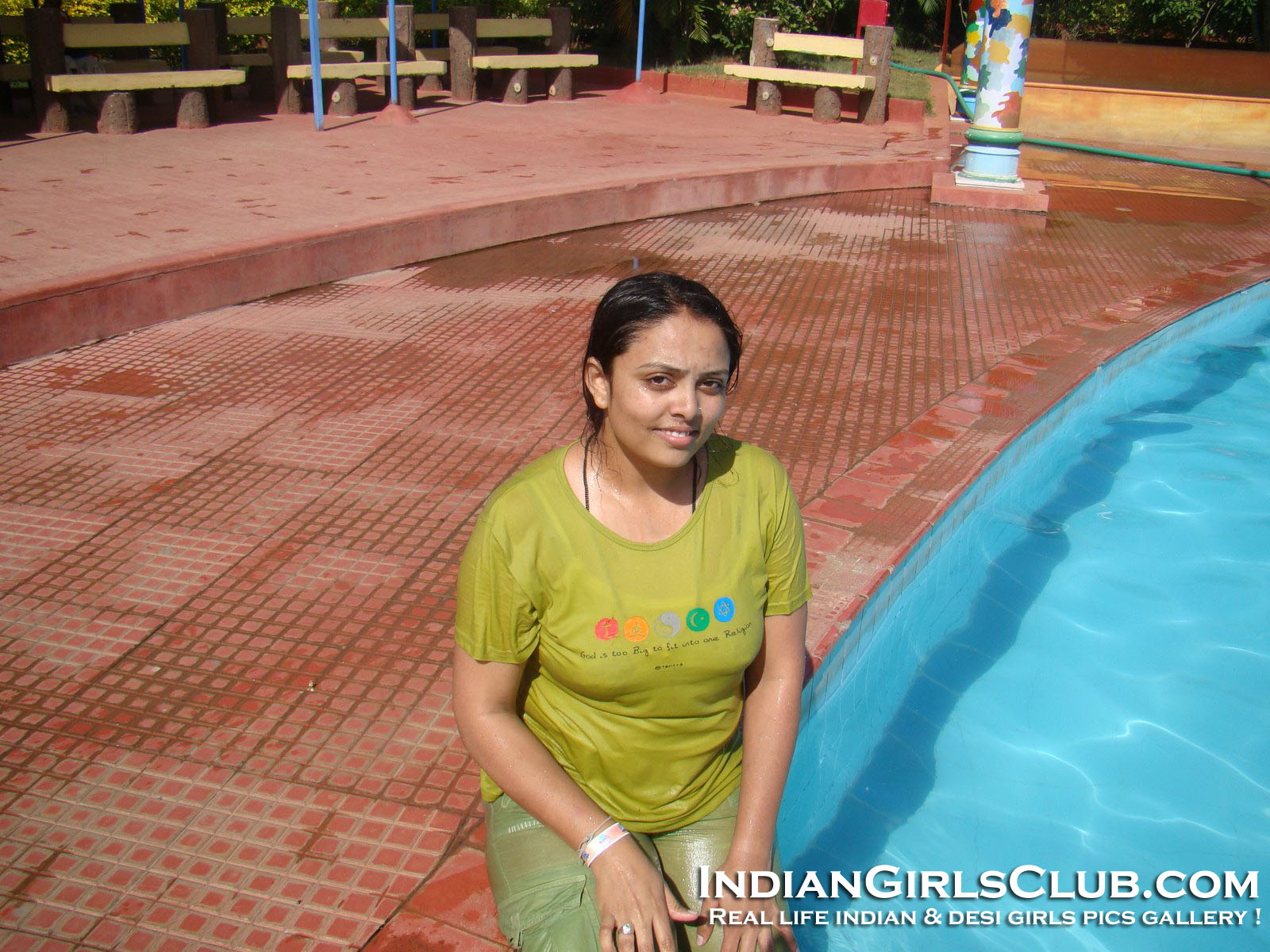 hot desi aunty swimming pool