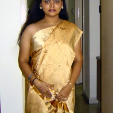 neha indian aunty removing saree