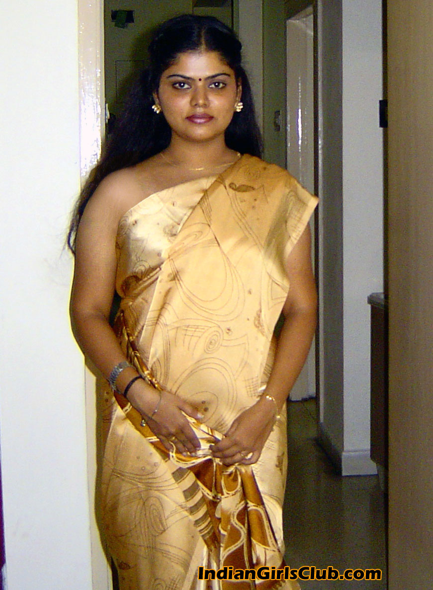 indian aunty removing saree