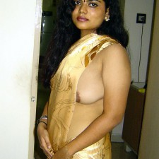 indian aunty without blouse