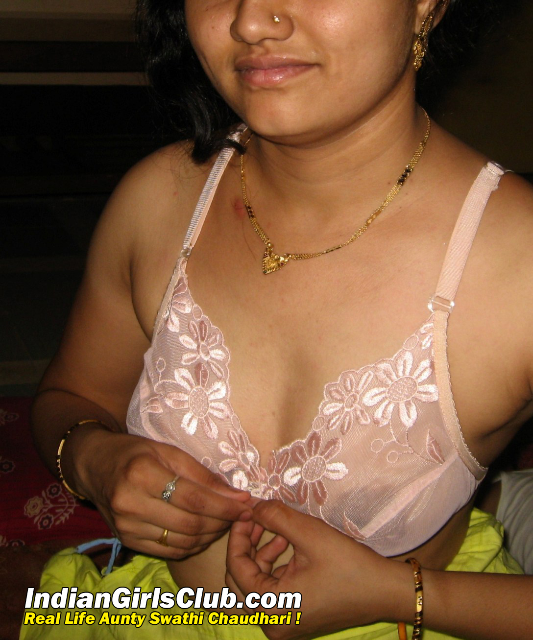 sexy desi aunty removing bra