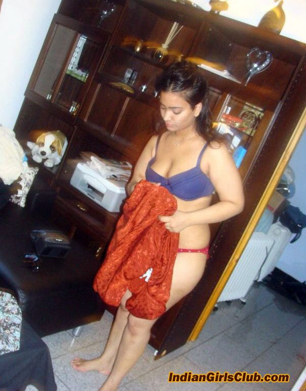 desi babe undressing pics