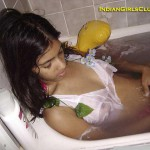 indian school girl nude bath tub