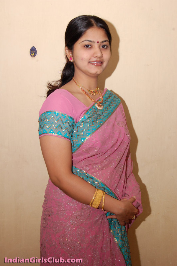Telugu aunty in pink designer saree from Andhra pradesh.