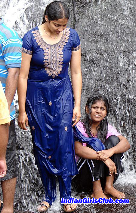 wet indian college girls bathing kodaikanal