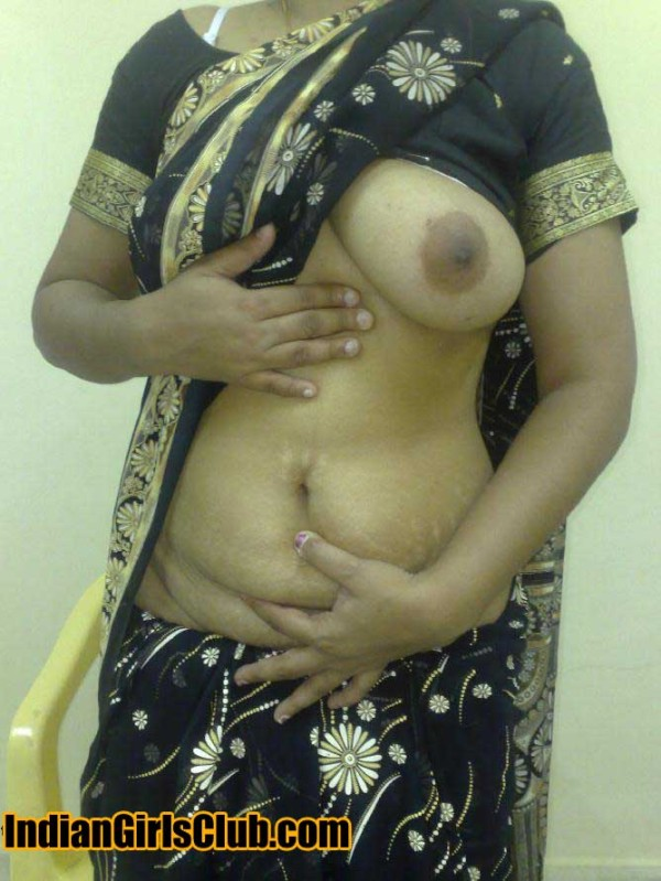 saree in Topless aunty