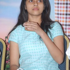 manasara-heroine-sri-divya-latest-sills-012