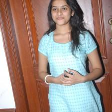 manasara-heroine-sri-divya-latest-sills-014