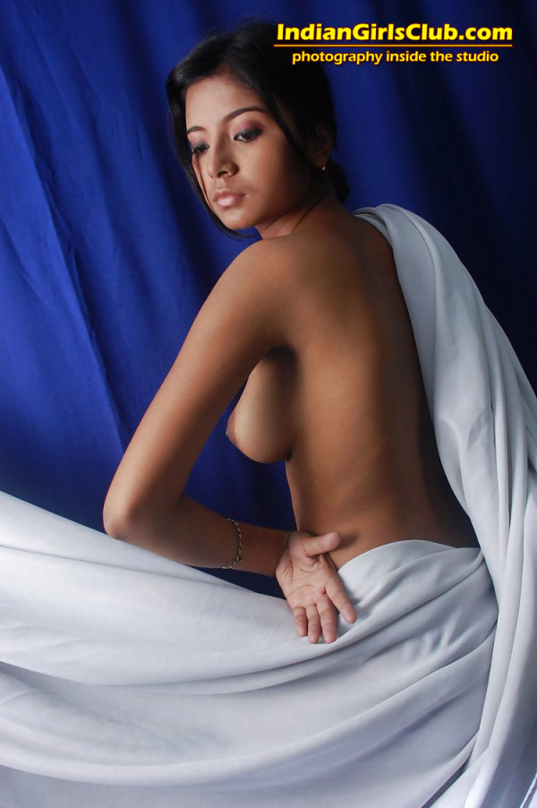 q1 indian girls nude art pics