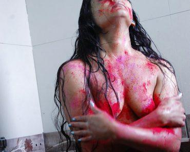 1 naked girls holi