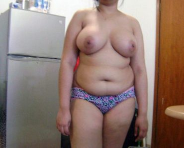 indian-house-wife-in-panty