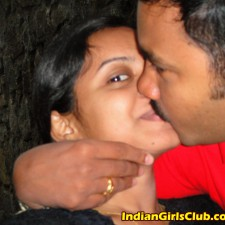 indian lovers kissing 2