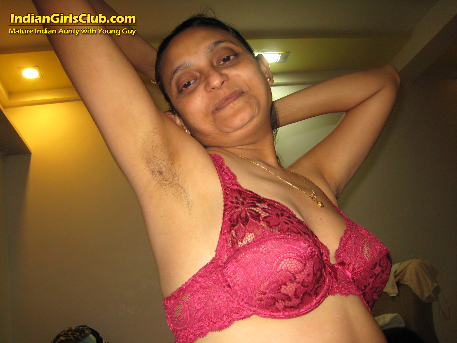 Mature naked aunty