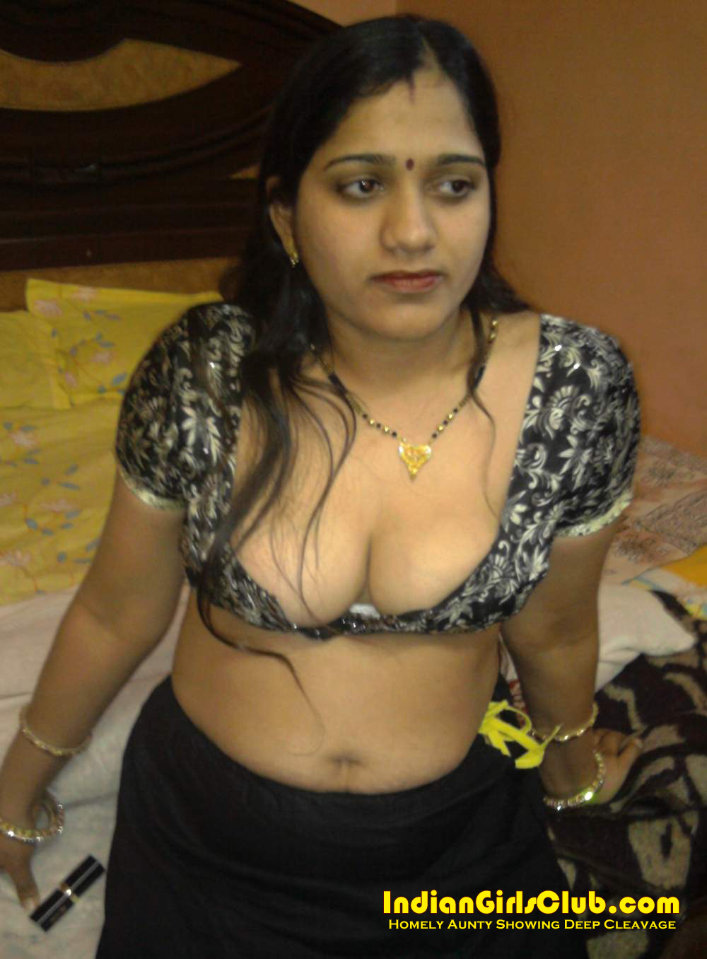 homely house wife indian