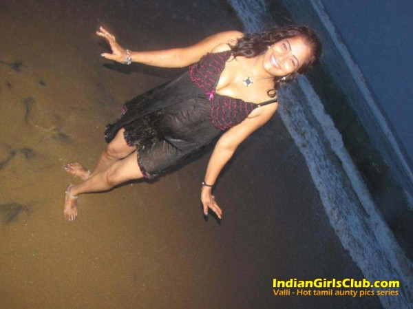 tamil aunty beach pics 2