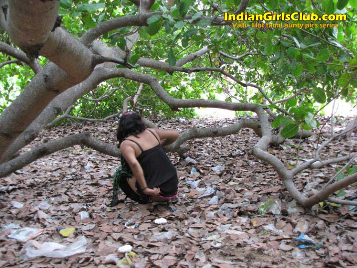 tamil aunty peeing 4