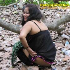 tamil aunty peeing 5