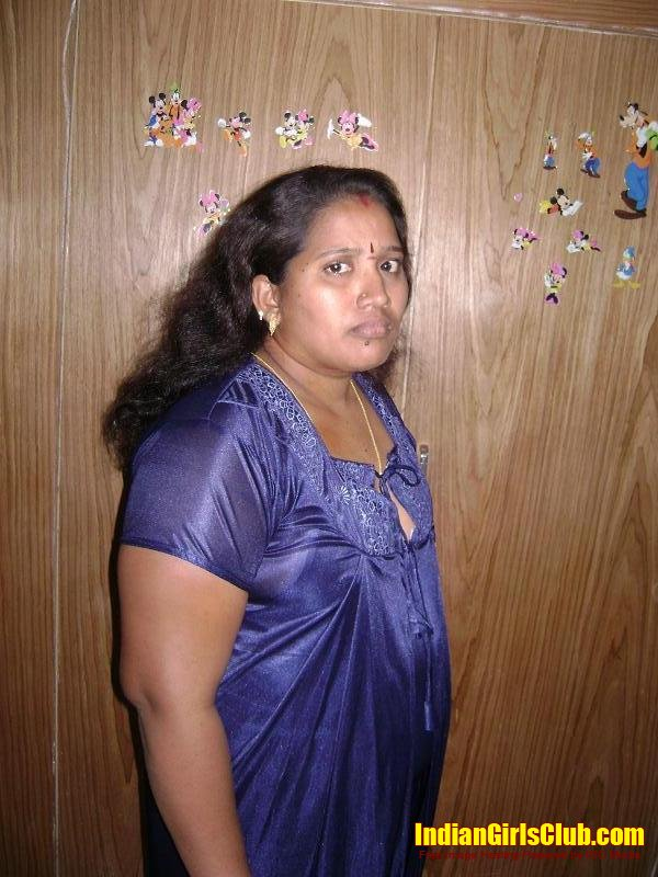 South Hottest Naked Tamil Indian Aunty Eposes Her Hairy Choot When