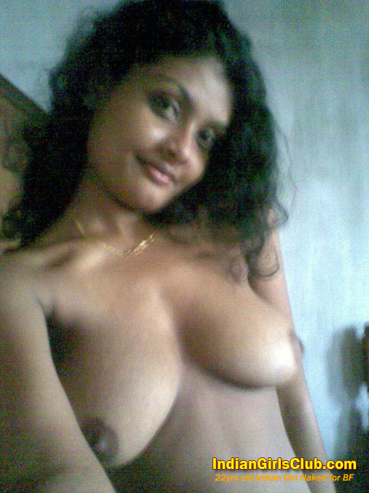Desi Wife Flashing Her Boobs indianudesi.com