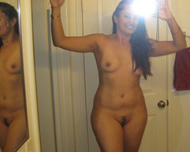 self shot nude pics indian aunty 1