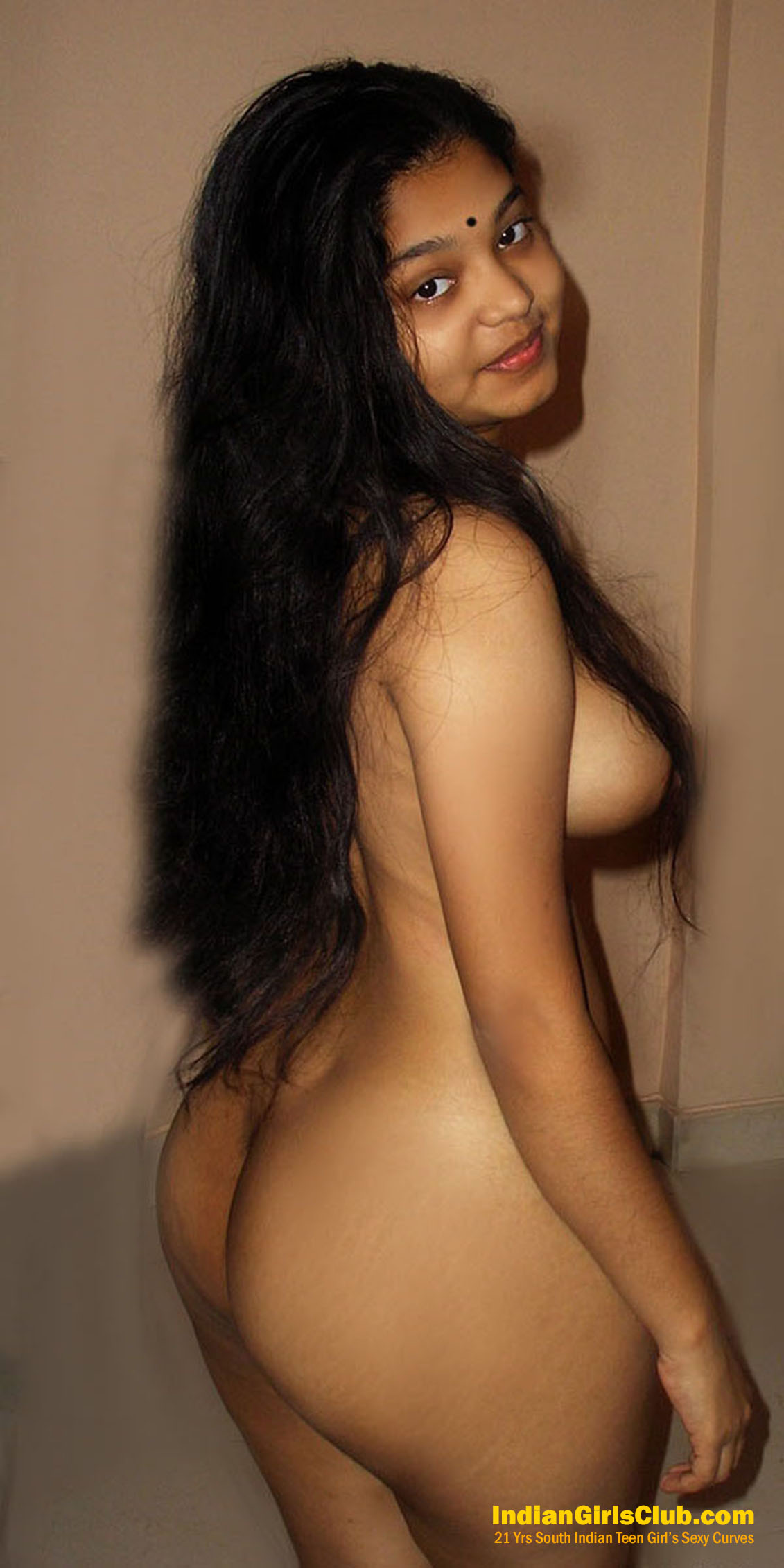 21 Yrs South Indian Teen Girl's Sexy Curves