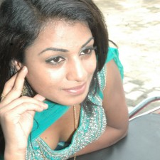 Indian Girls Cleavage 1